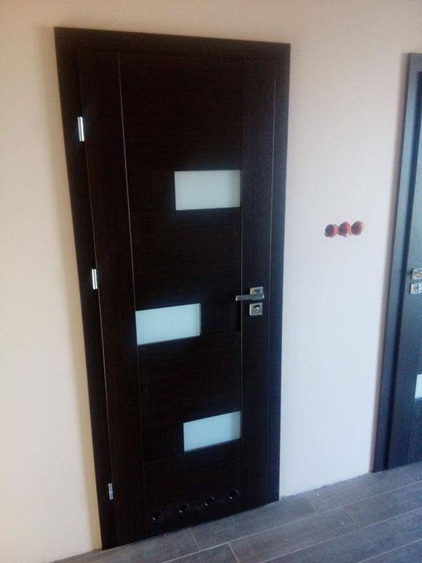 czarne do pokoju drzwi
